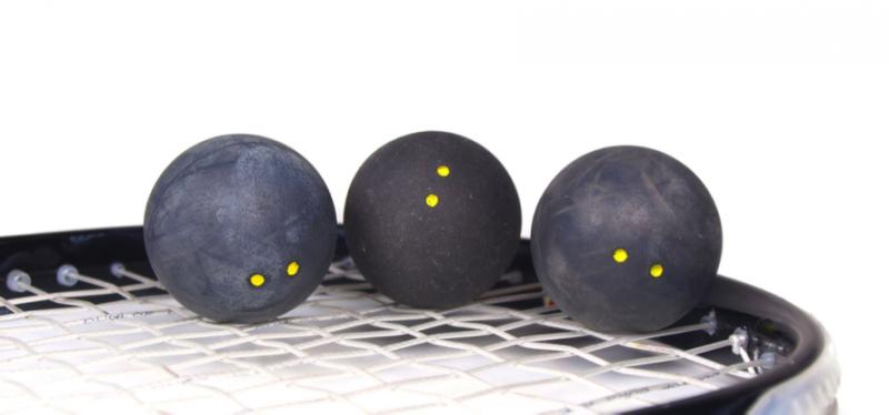 Tipos de pelotas en el squash y cuándo se usan